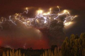 Volcano-lightning2