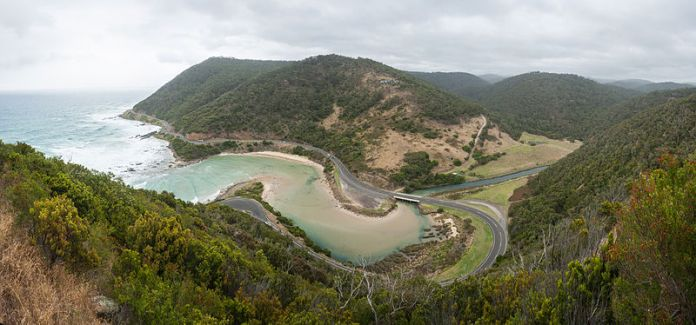 great_ocean_road_lorne_australia