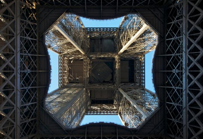 Sous_la_Tour_Eiffel_1