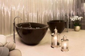 Elegant Bathtubs Made Entirely of Wood 05