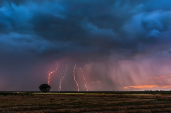 lightning-storm-clouds-in-the-distance-horizon-greece