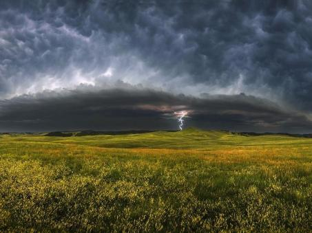storm-clouds-south-dakota_23945_990x742